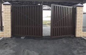 Ворота распашные в работе