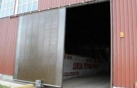 Сдвижные промышленные ворота на складе